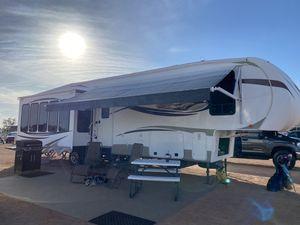 2013 Sierra by Forest River 5th wheel camper for Sale in Waddell, AZ