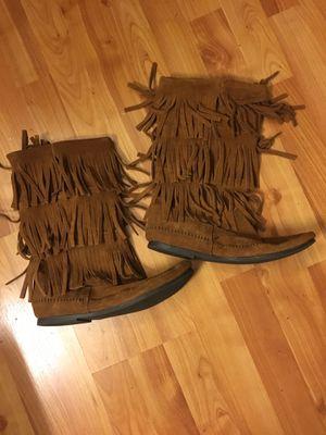 Minnetonka 3 Layer Fringe Boots for Sale in Rohnert Park, CA