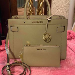 Michael Kors Brown Crossbody Purse and Wallet Set for Sale in Moreno Valley, CA