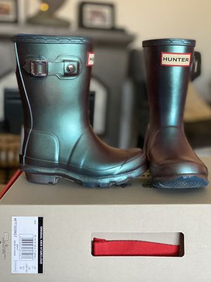 Hunter boots iridescent (mermaidish colors) great condition US 11G for Sale in Fontana, CA