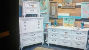 3 piece bedroom dresser set - white distressed - Basset for Sale in Clearwater, FL