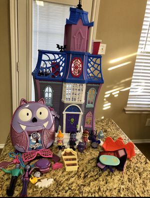 Vampirina Scare BnB with Accessories for Sale in McKinney, TX