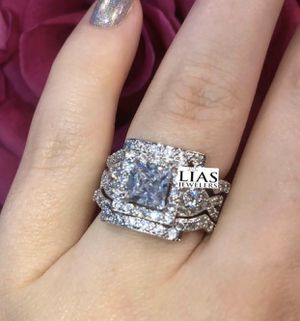 New 18 k white gold wedding ring set for Sale in Charlotte, NC