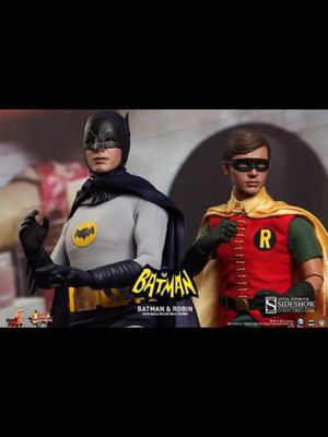 1/6 Hot Toys Classic 1966 Adam West Batman and Robin Set - NEW for Sale in Lakewood, CA