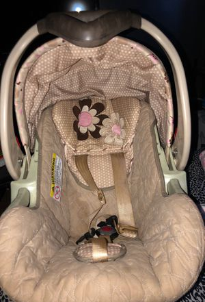 Baby girl car seat for Sale in Azusa, CA