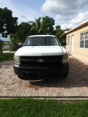 Chevy Silverado 2007 ...6 cilindro..140k millas..4.3 litros..cama de 8'..en muy buen estado for Sale in FL, US