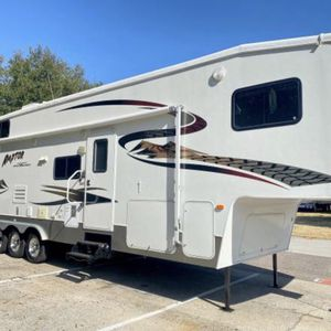 2006 Raptor Toy Hauler 37 FT 1 Slide out Triple Axle for Sale in Clermont, FL