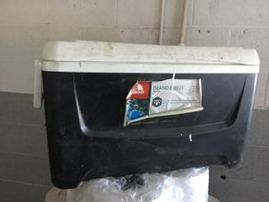 Igloo Island Breeze Cooler. $20.00 OBO. 48quart,46liter,76cans. Good condition,just needs to be rinsed out. Make an offer. Pick up only. for Sale in Las Vegas, NV