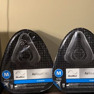 Resmed Medium Size AirTouch F20 Full Face Mask & Three AirTouch F20 Cushions for Sale in Southampton, PA