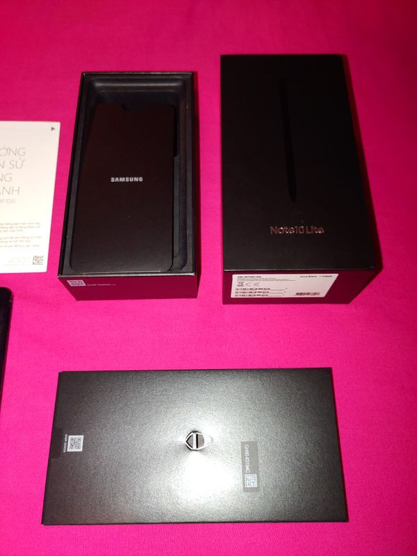 Price firm SAMSUNG NOTE 10 BRAND NEW NEVER USED