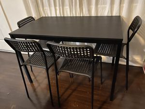 IKEA black dinning table with 4 black chairs for Sale in Miami, FL