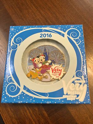 Disney - Mickey's Very Merry Christmas party 2016 Limited addition pin MINT CONDITION for Sale in Coral Springs, FL