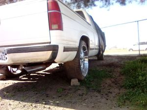 taking offers on Chevy Silverado 1997(motor is locked) $$$$! for Sale in Fresno, CA