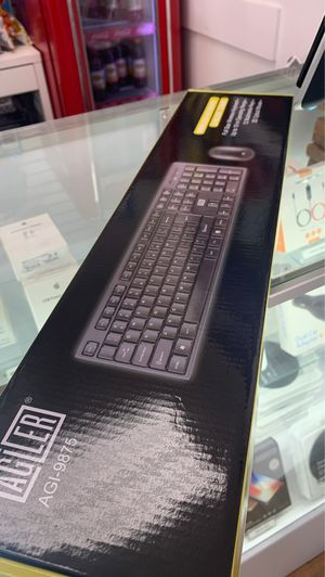 Wireless keyboard and mouse combo full size for Sale in Virginia Gardens, FL