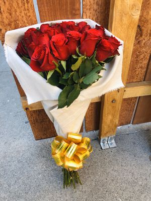 ROSES 🌹 for Sale in Bell Gardens, CA