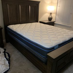 Lightly Used 3pc Queen Bed Set Including Mattress for Sale in Roswell, GA