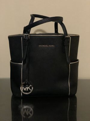 Michael Kors bag for Sale in Chula Vista, CA
