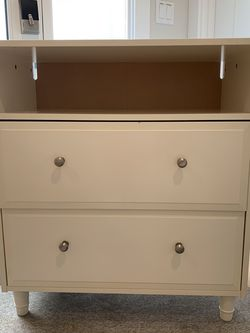 3 Drawer Dresser With Brushed-Nickel Knobs for Sale in Seattle,  WA