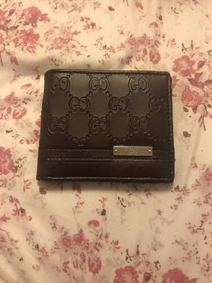 Gucci Metal Bar Wallet (Real) for Sale in Bell, CA