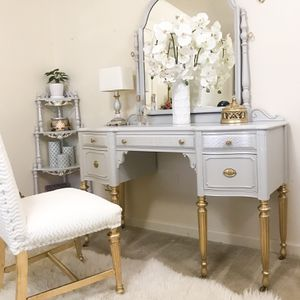 Vanity desk with mirror, plush chair and lamp for Sale in Purcellville, VA
