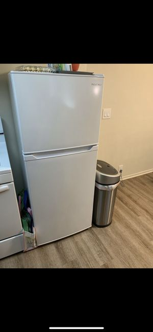 7.0 cubic feet Small Refrigerator for Sale in Fullerton, CA