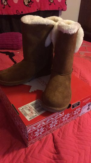 Women boots for Sale in Phelan, CA