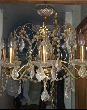 Beautiful chandelier missing two plates for Sale in Hawthorne, CA