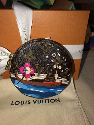 Very Rare authentic Louis Vuitton round coin purse limited edition for Sale in San Jose, CA