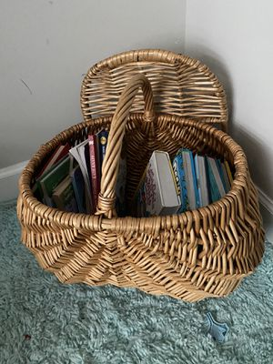 Large Wicker Basket With Lid 🧺 for Sale in Spring Hill, TN