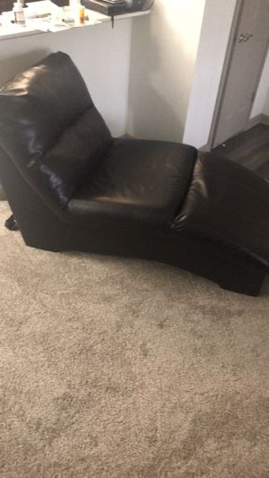 Free sectional and chaise **Must Pickup now** for Sale in Atlanta, GA