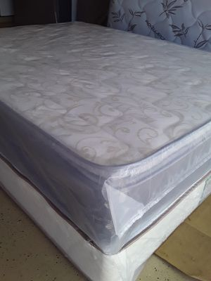 Queen set pillow top $250 for Sale in BVL, FL