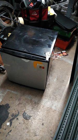 mini fridge for Sale in Chicago, IL