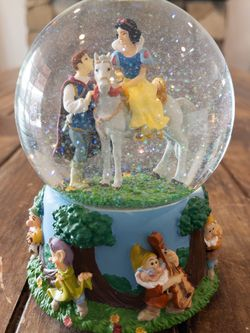 Disney Snow White Musical Snow Globe for Sale in West Covina,  CA