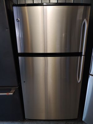 REFRIGERATOR GE STAINLESS STEEL for Sale in Santa Ana, CA
