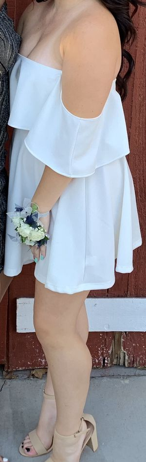 White off the shoulder flowy short dress for Sale in Escondido, CA