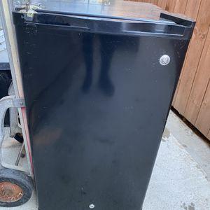 Refrigerator Chico 17'por 32 for Sale in Moreno Valley, CA