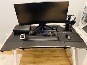 Dxracer gamer desk black & white , wood , sturdy xlarge was $300 Desk only!!!! for Sale in Hanover, MD