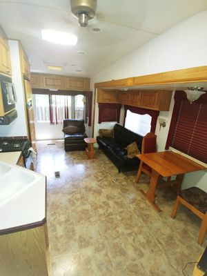 2005 Alumascape Travel Trailer 5th wheel RV camper beautiful for Sale in Fort Lauderdale, FL