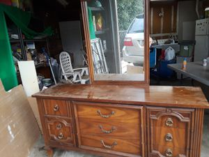 Heavy duty dresser w/ mirror for Sale in Corning, CA