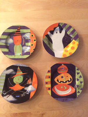 "8"" Halloween plates, cutest ever! for Sale in Saint Paul, MN"