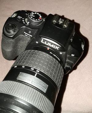 Lumix Panasonic MC L10 digital camera w 40-150mm lens plus Vivitar AutoZoom Flash for Sale in Los Angeles, CA
