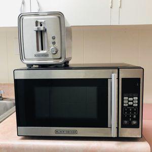 Black & Decker Microwave and toaster for Sale in Honolulu, HI