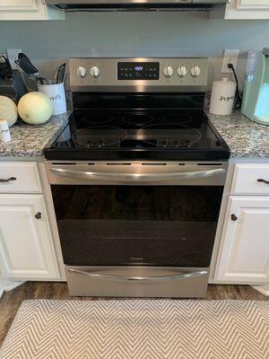 Frigidaire Gallery Oven for Sale in Murfreesboro, TN