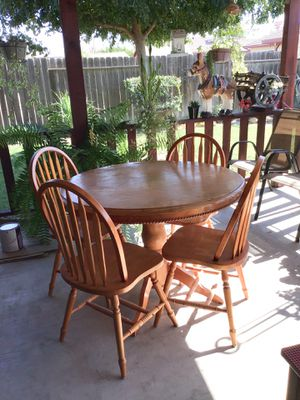 Round table with 4 chairs for Sale in Kerman, CA