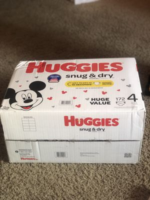HUGGIES SNUGGLERS 172 DIAPERS SIZE 4 LARGE BOX for Sale in Tacoma, WA