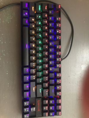 Redragon K533 Rainbow Keyboard— Chonchow Keyboard Rainbow backlit— Chonchow Mouse and Mouse pad for Sale in La Cañada Flintridge, CA