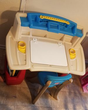 Kids Playskool desk. for Sale in Fontana, CA