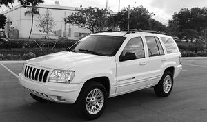 Automatic O4 Jeep SUV Grand Cherokee 4WDWheels for Sale in Warren Air Force Base, WY