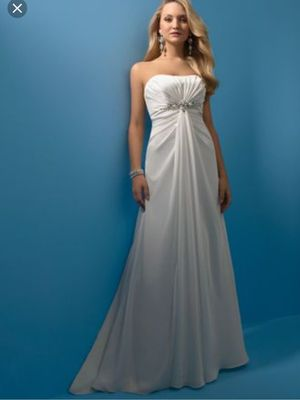 Alfred Angelo wedding dress size 10 or 12 size isn't on the dress for Sale in Nacogdoches, TX