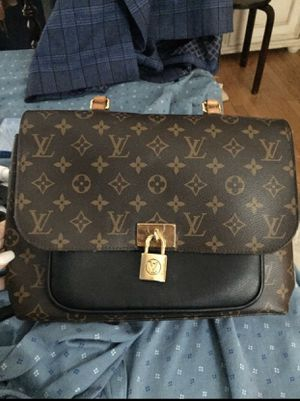 Authentic Louis Vuitton Purse for Sale in Nashville, TN